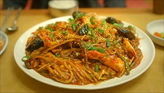Lets Eat episode 1 seafood noodles1