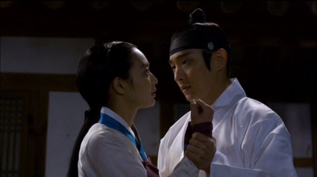Arang_and_the_magistrate_wristgrab