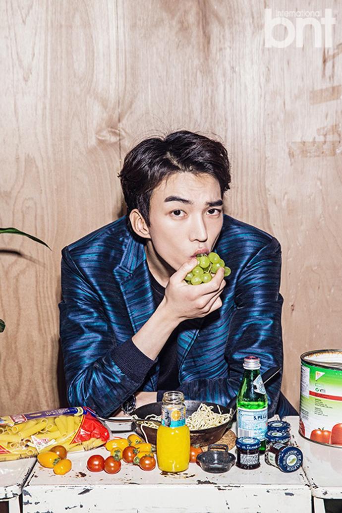 Do_sang_woo_eats_grapes