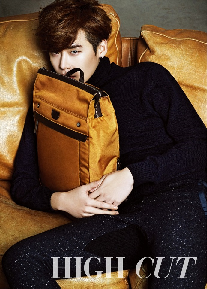 Lee Jong Suk High Cut bag