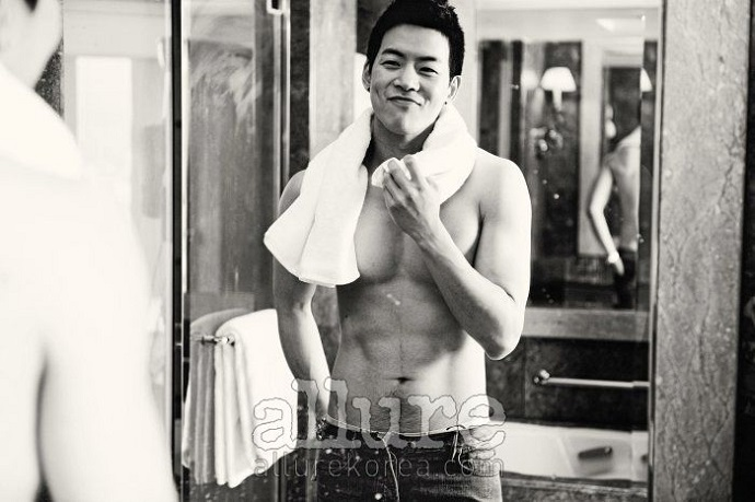 Lee Sang Yoon topless