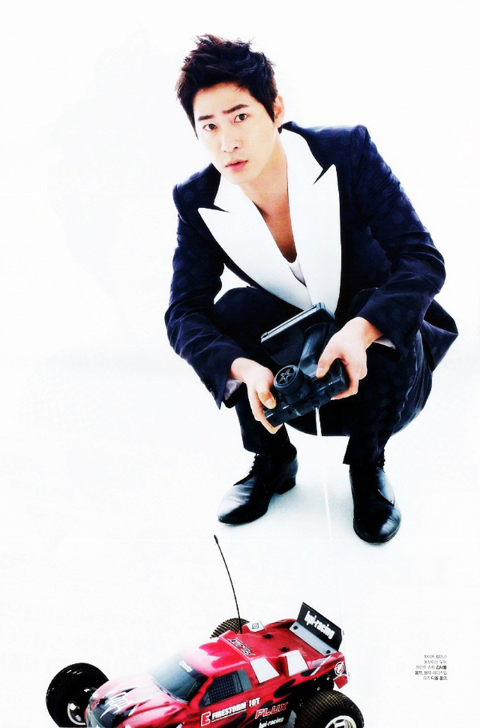 Kang_ji_hwan_toy
