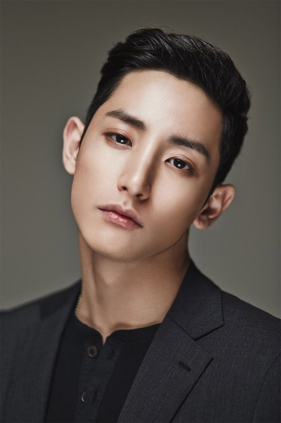 Lee Soo Hyuk head